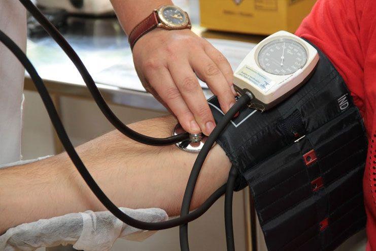 Manages hypertension