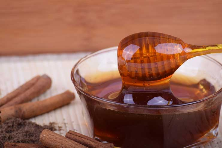 Honey and Cinnamon for Cold