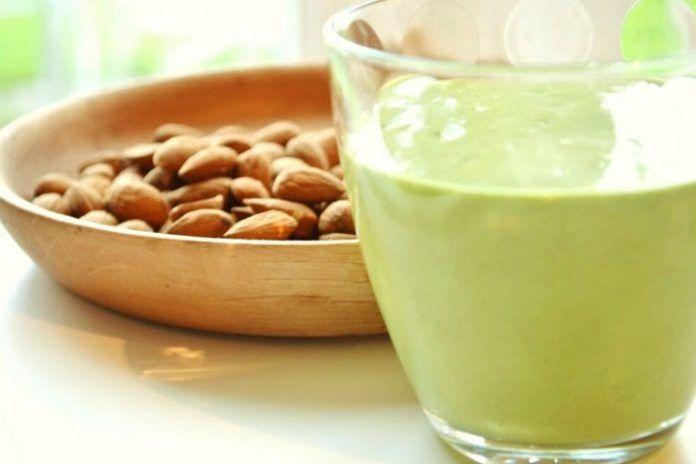 Spinach flax protein smoothie