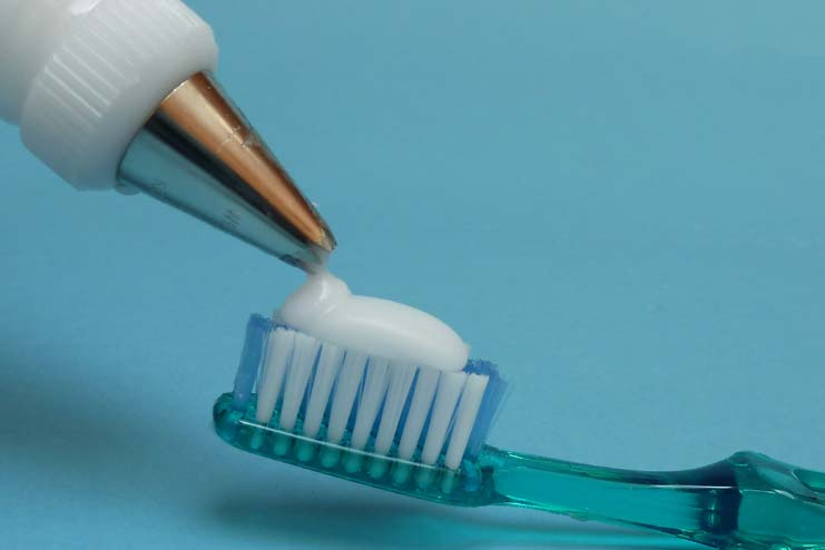 How to make DIY Homemade Toothpaste