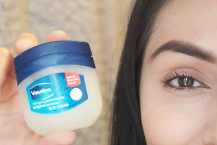 Petroleum jelly for eyelashes
