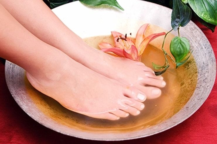 Black Tea Foot Bath for Foot Odor
