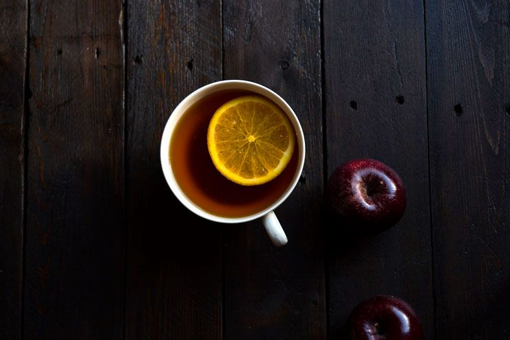 Laryngitis - Drinking tea with lemon and honey