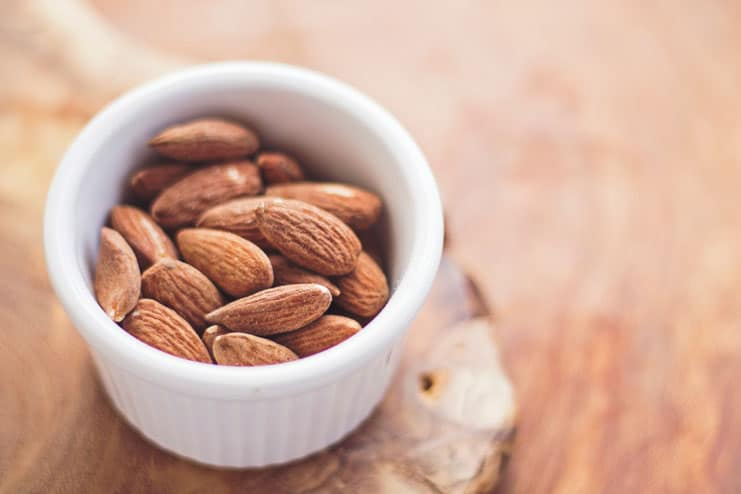 What are the benefits of eating soaked almonds