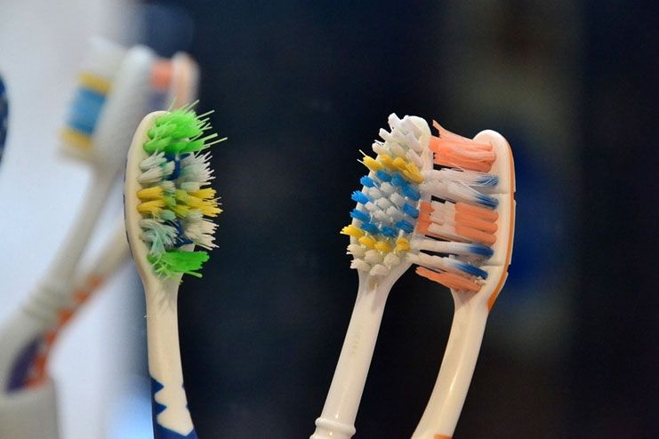 Using the same toothbrush for long