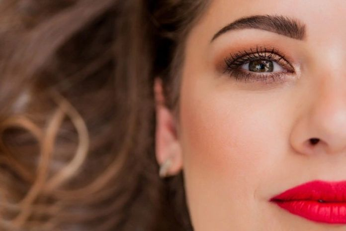 10 Effective Facial Exercises To Lift up Your Eyebrows