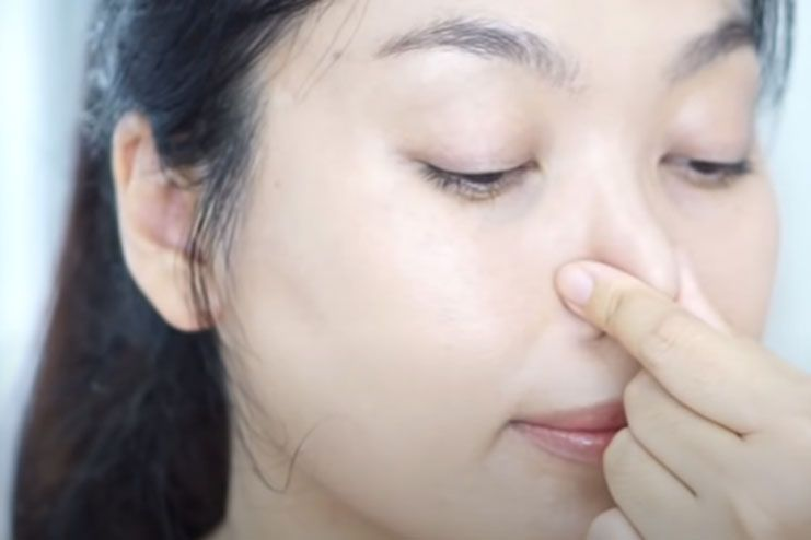 Exercise with a simple hold to sharpen your nose