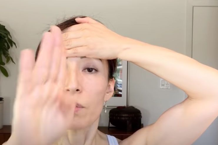Exercise with forehead hold for sharp nose